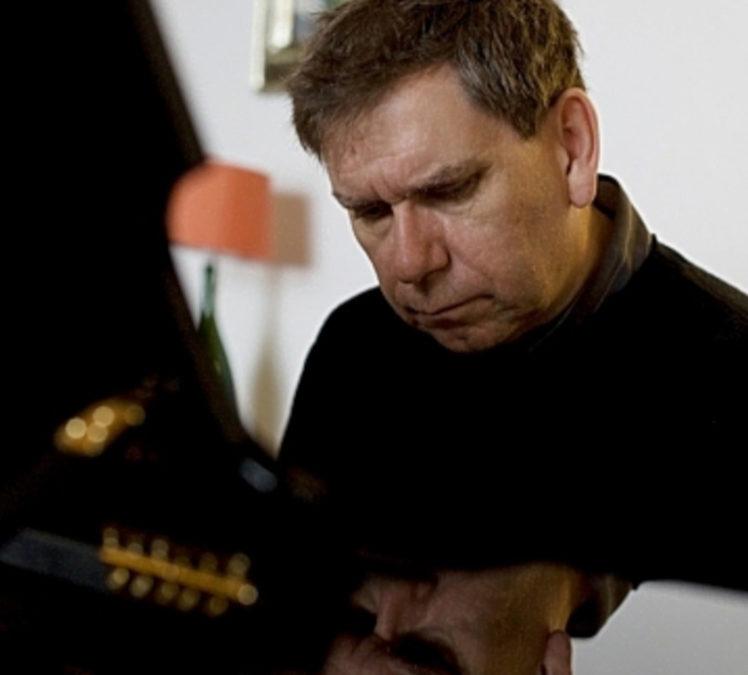 Paul Coker, Klavier